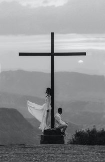 man-and-woman-pose-on-a-cross-monument-2917381